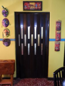 Puerta plegable de pvc modelo vitral acrilico - Puerta plegable de pvc ...